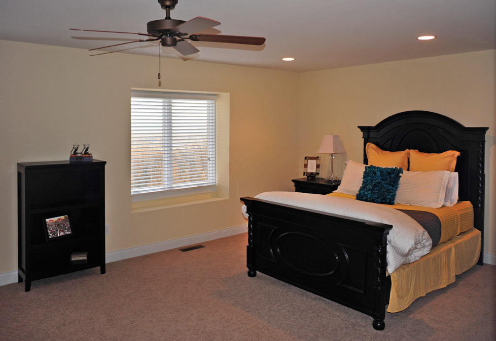 Cincinnati townhomes first floor master bedroom guest for Townhomes with first floor master