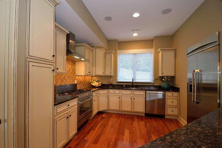 Gourmet kitchen, high end appliances